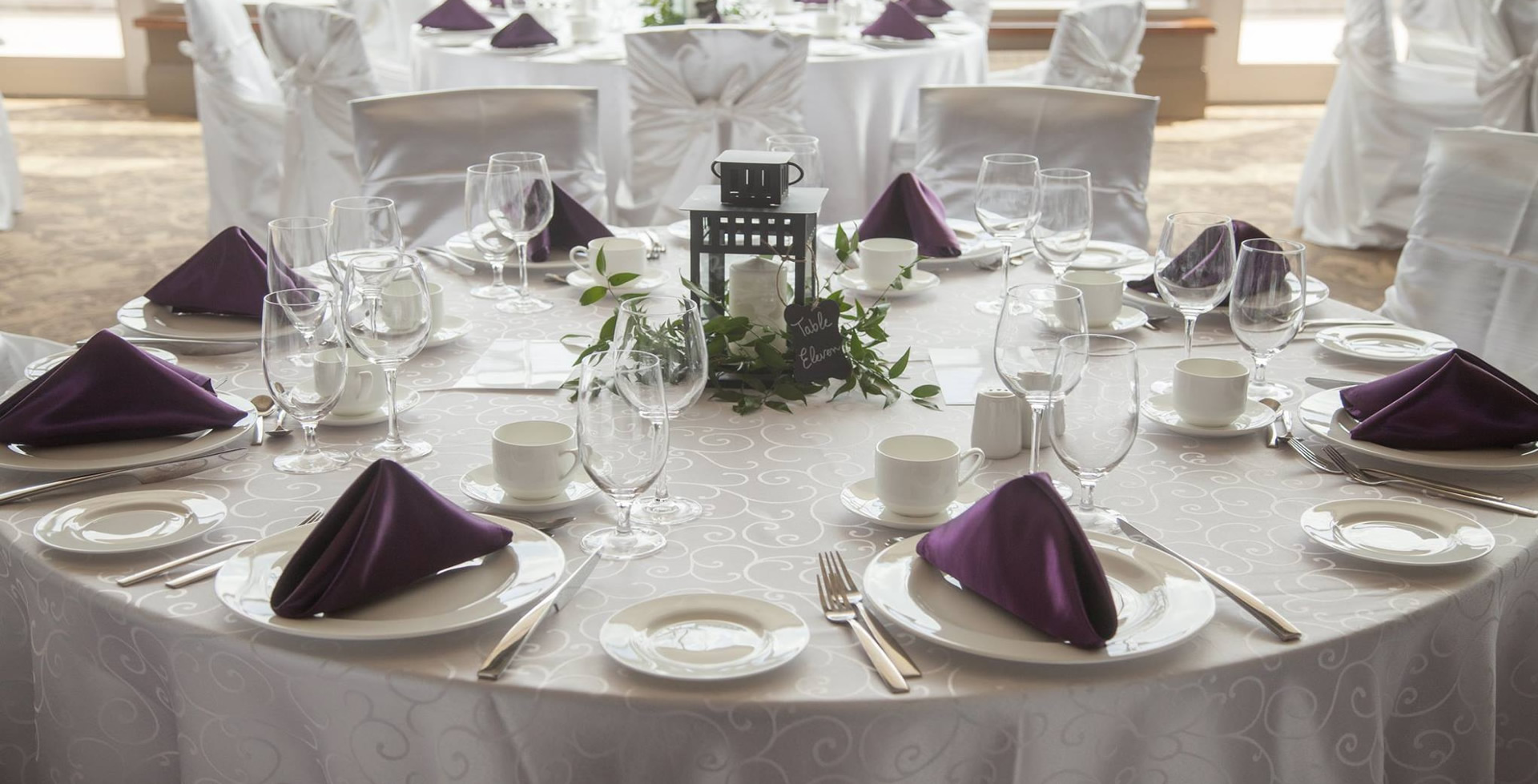 white dante tablecloth eggplant napkins